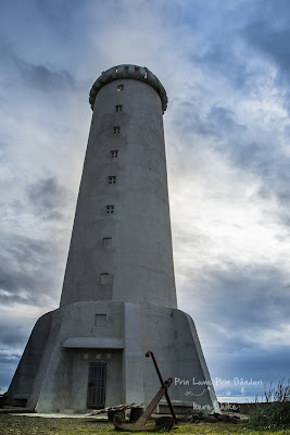 honeymoon-iceland-whale-lighthouse