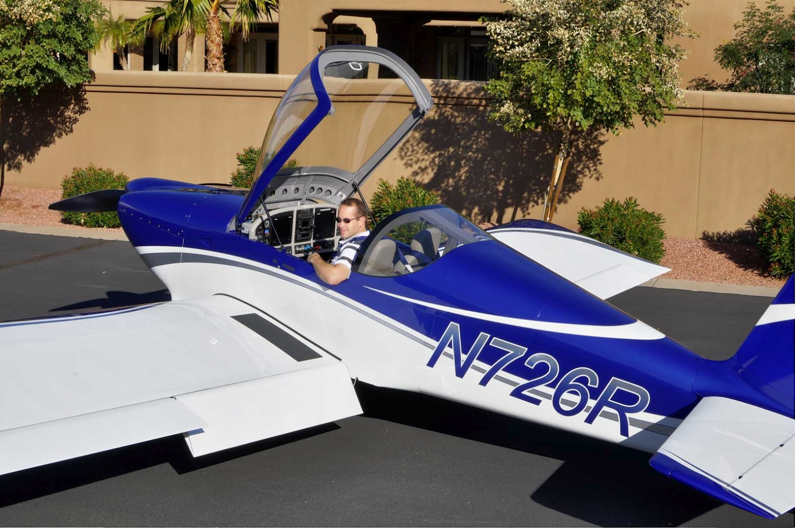 This is Chris Sandsu0027 plane and the canopy scheme I am referring to...notice the black strip over the roll bar and the u0027targa stripu0027 on the canopy. & Ronu0027s RV7 Factory: Cracked Canopy!! HOBBS 1188.0 hrs