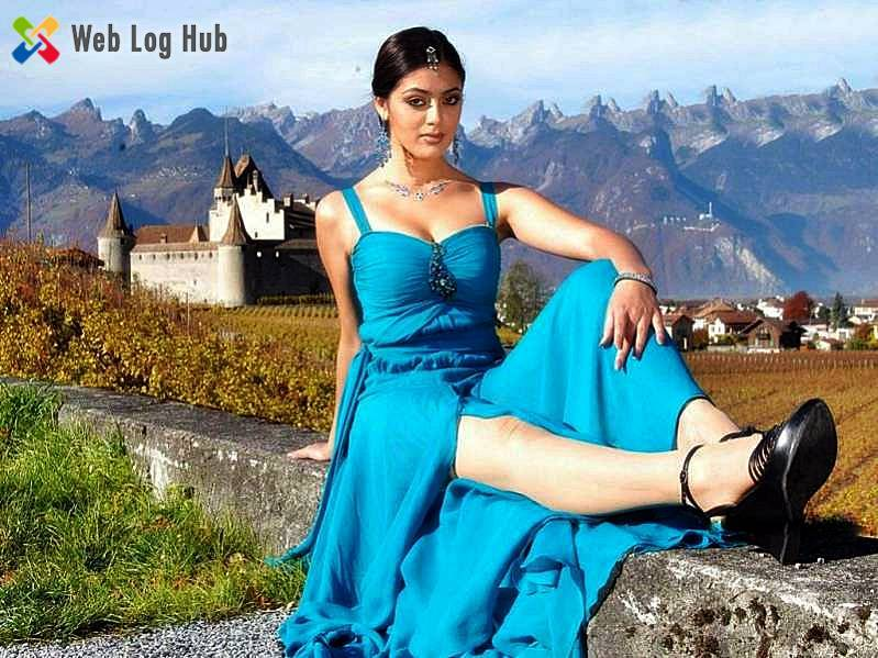Parvathi Melton Hot Boobs and Legs in Blue Dress - Cinema Hub 24x7