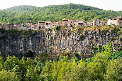 10 Kota Indah Di Atas Tebing