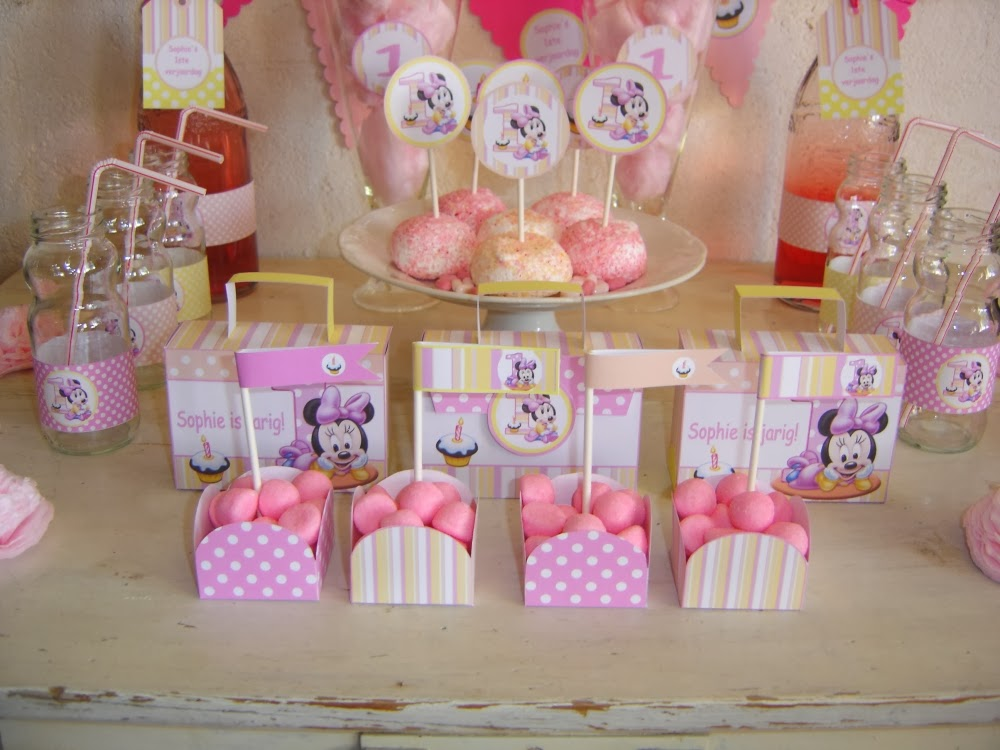 Minnie Mouse Sweet Table, minnie Mouse feest, Minnie Mouse eerste verjaardag, Minnie Mouse traktatie, Minnie Mouse uitdelen, traktatie, uitdelen