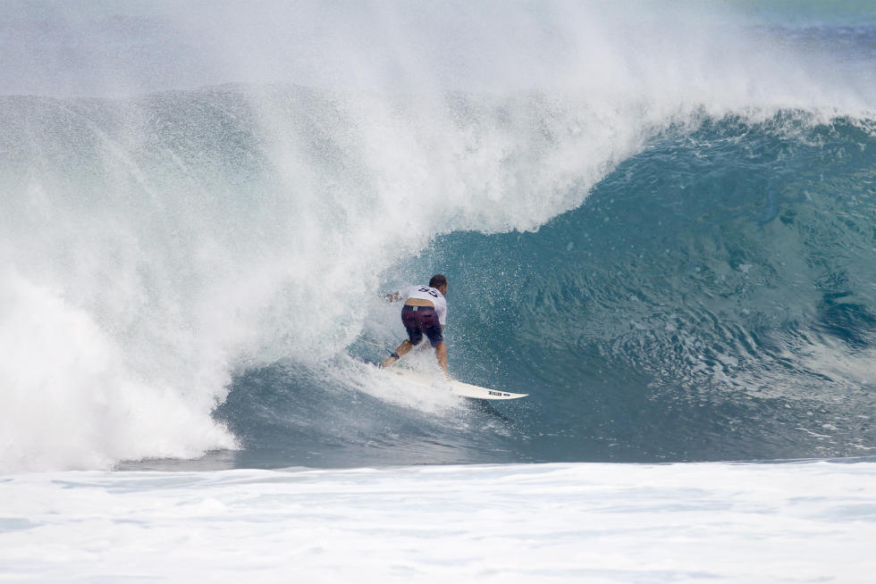 6 C J Hobgood Billabong Pipe Masters Fotos WSL Kelly Cestari