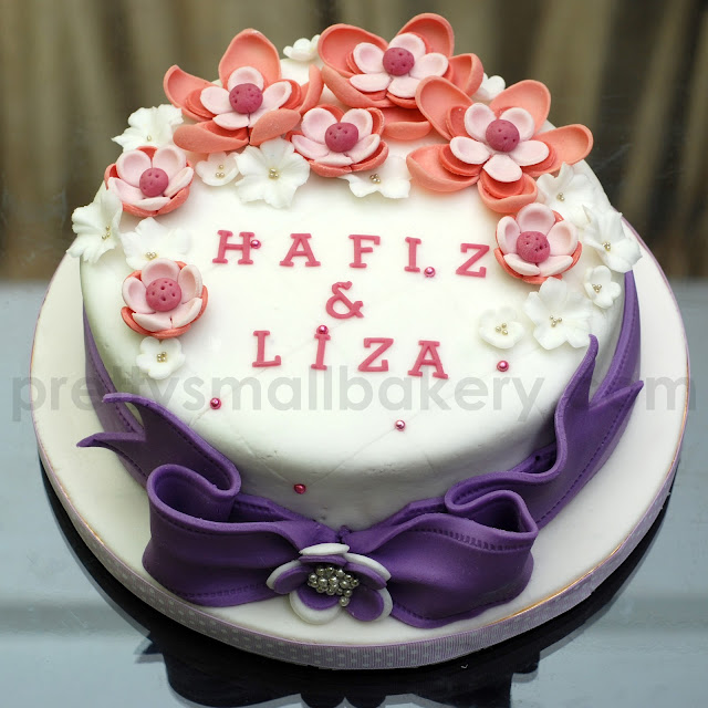 kek hantaran tema purple