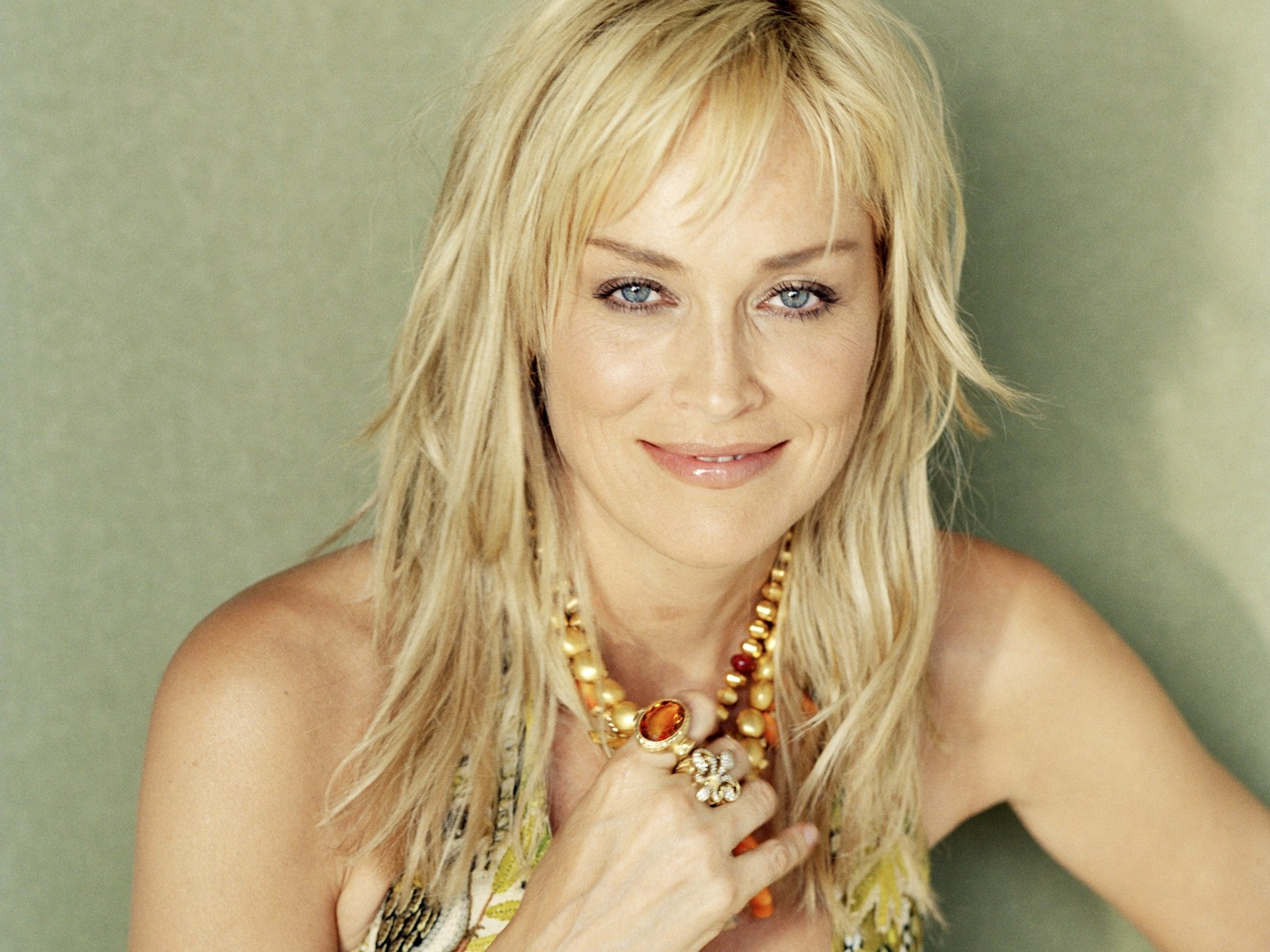 People  Sharon Stone - Curl Hairstyles
