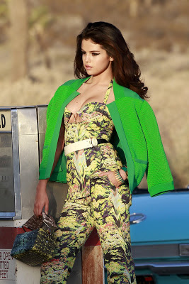 Selena Gomez Shows Off Cleavage In New Music Video Pics