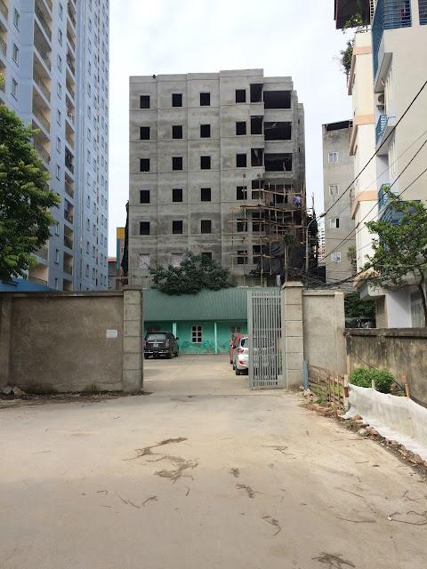 Ô tô đỗ ngay chân tòa chung cư mini Trần Bình Cầu Giấy Mỹ Đình