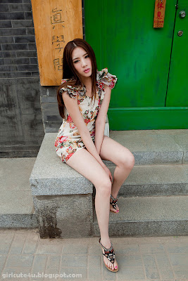 4 Li Qiaodan- cute with short skirt-very cute asian girl-girlcute4u.blogspot.com