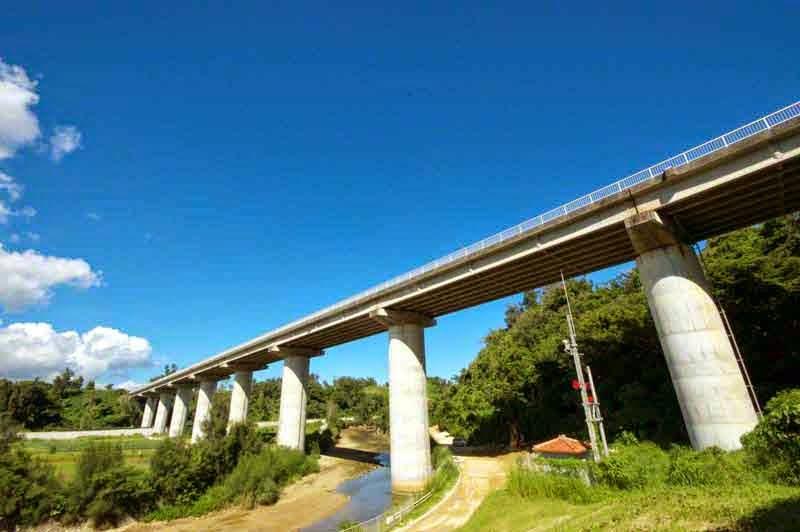 Okukubi River,Kin Bridge, Tiled roof building