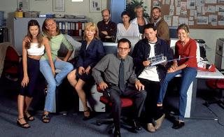 Los actores en el ficticio diario Crónica Universal, serie de Telecinco