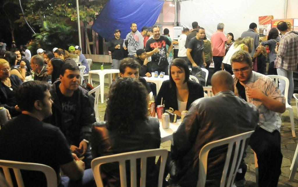 A praça de alimentação ficou movimentada durante todo o festival