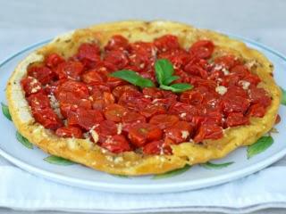 Tatin de tomates cerises au miel, chèvre et thym