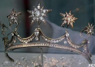 The Pearl Button Tiara with Stars