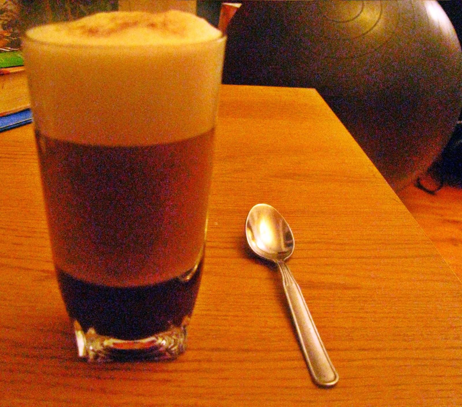 Świąteczna pierniczkowa latte