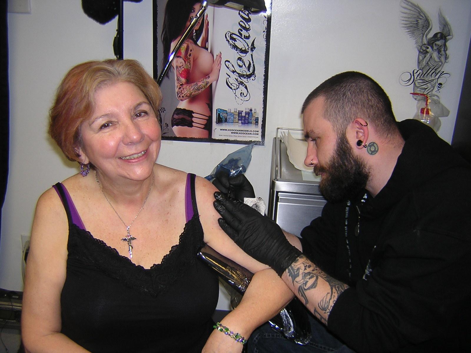 Alab Banat http://thephoenixmovie.com/fcms/girl-outline-tattoo