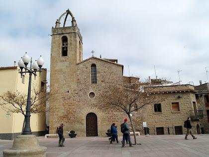La Plaça de Sant Josep amb l'església de Sant Fruitós de Bages