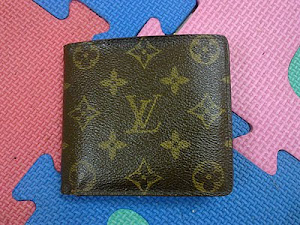 Louis Vuitton Monogram Canvas Men's Wallet(SOLD)