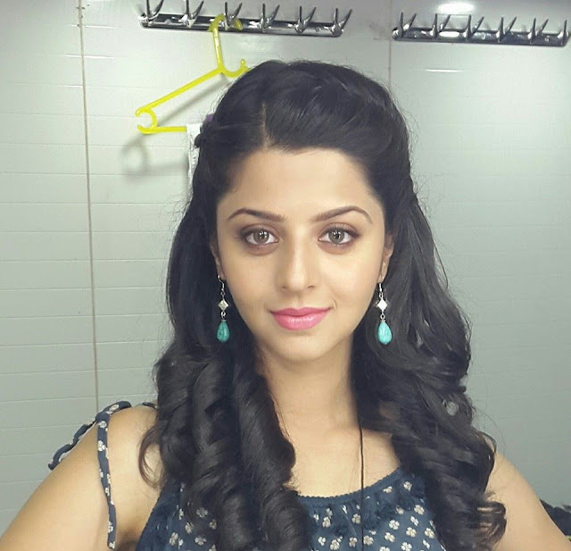 Vedhika Actress photos in Shivalinga Kannada film