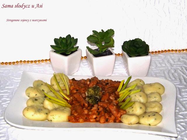 Strogonow sojowy z warzywami i kluseczkami