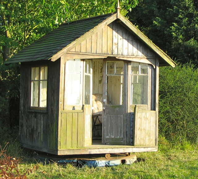 Shedworking boulton paul restored revolving shed - Rotating homes follow sun ...