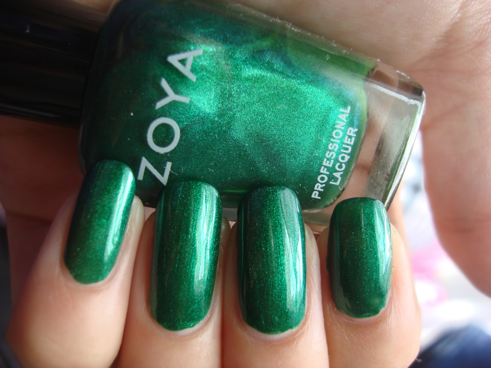 Zoya - Holly