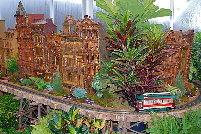 Nyc nyc new york botanical garden 39 s holiday train show model trains and botanical architecture for Ny botanical gardens train show
