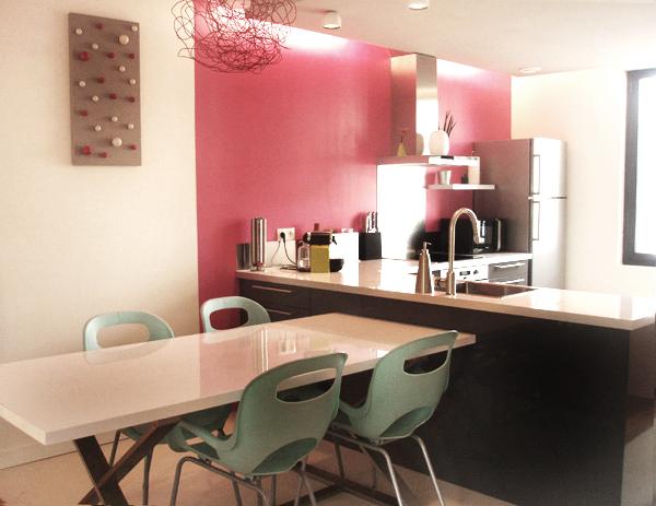 Wohnen in Rosa und Pink - in der geradlinigen Küche