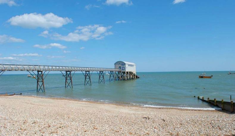 beach house pier