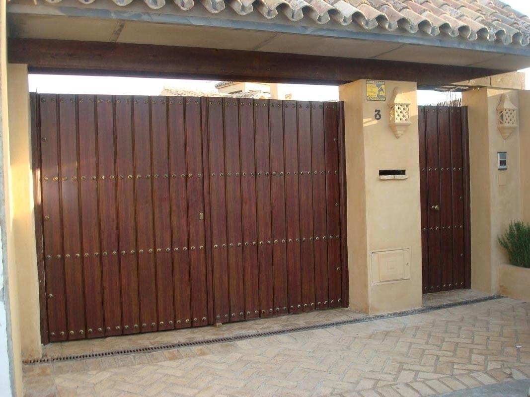Casas cocinas mueble puertas de garaje de madera rusticas for Muebles para garaje