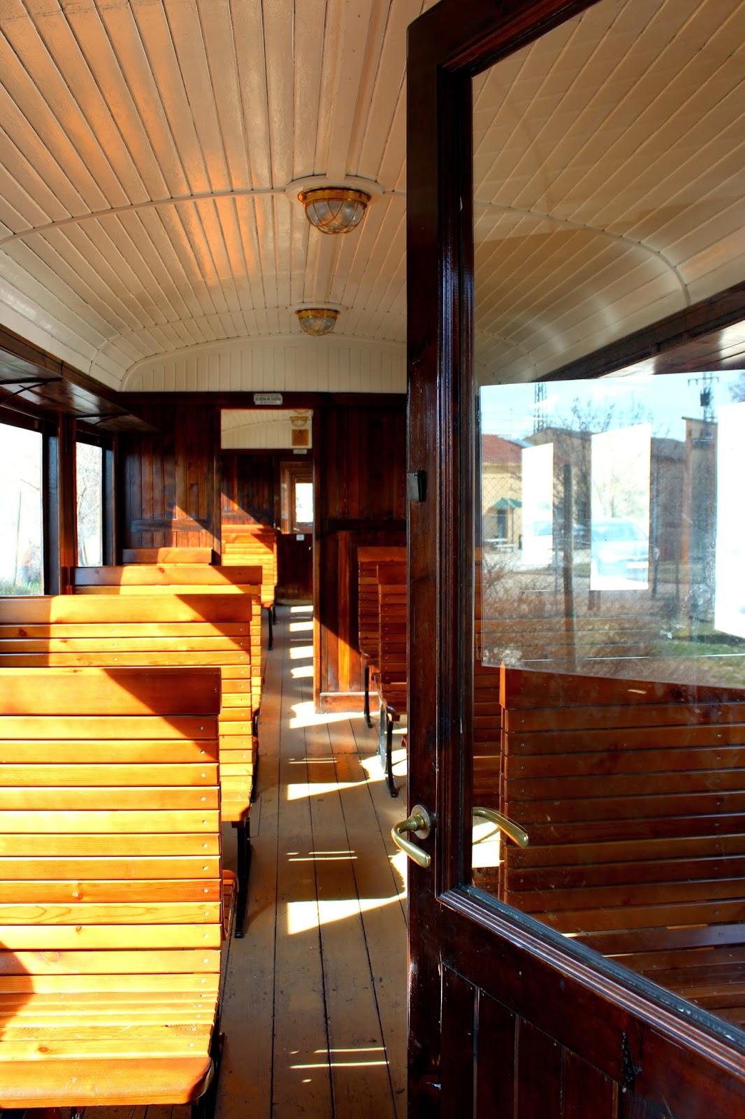 Interior de un tren de vapor