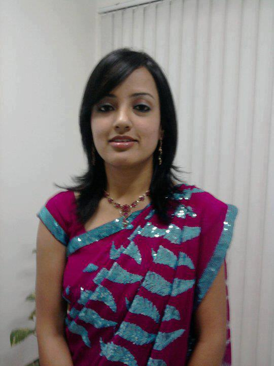Tamil Aunties Hot in Saree Photo