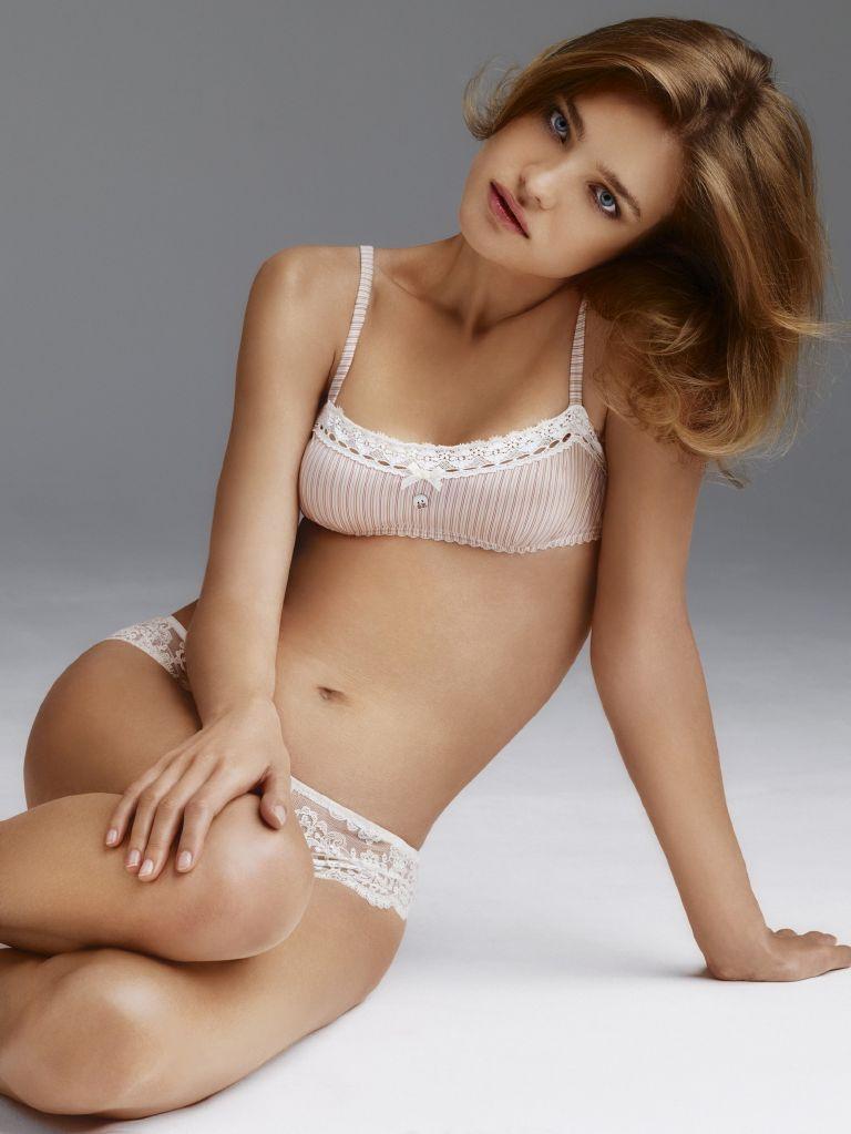 фото русской голой юной модели