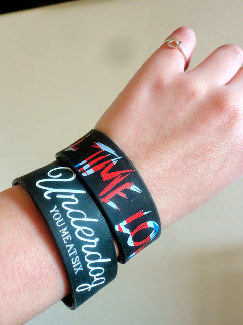 Rocker chick outfit details | you me at six & all time low wristbands, silver knot ring