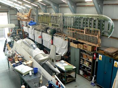 Material d'avions en restauració de l'FPAC.