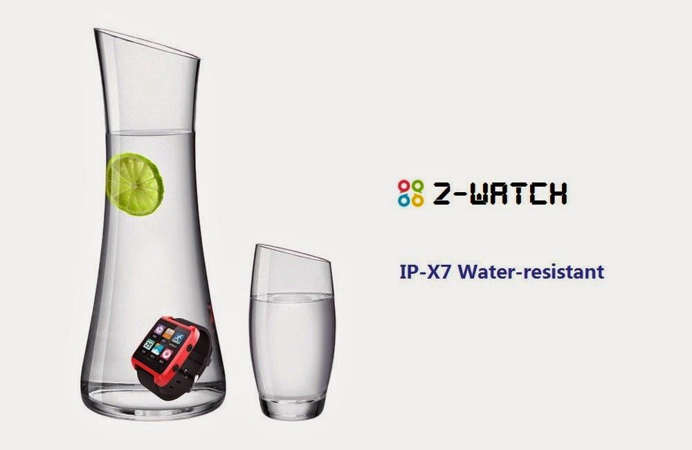Según SmartQ resiste al agua, pero he realizado la misma prueba de la foto y acabo empañándose por dentro :-(