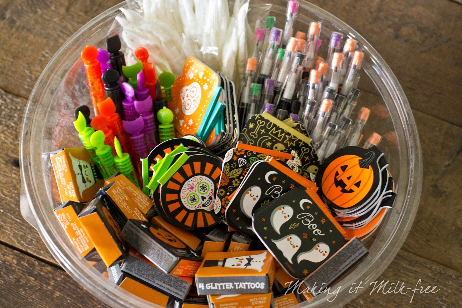 Non-food Treats for Halloween | Teal Pumpkin Project | makingitmilkfree.com