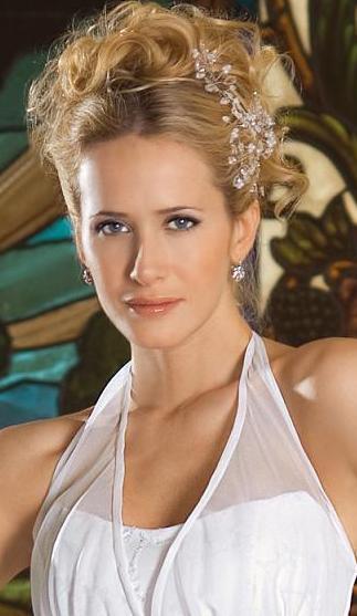 Julieta Prandi luciendo un lindo peinado para novia