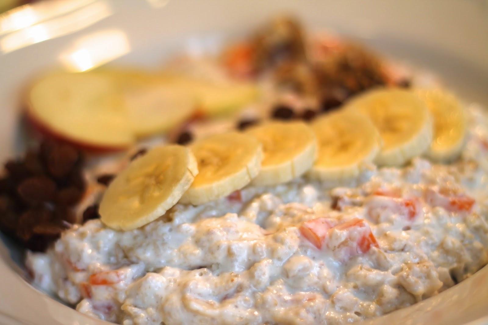 Porridge / Recipe / Kayla Itsines HELP Plan / Autumn Porridge / Oatmel / Haferbrei / Sojamilch / Apfel / Rosnine / Zwetschken/ Pflaumen /
