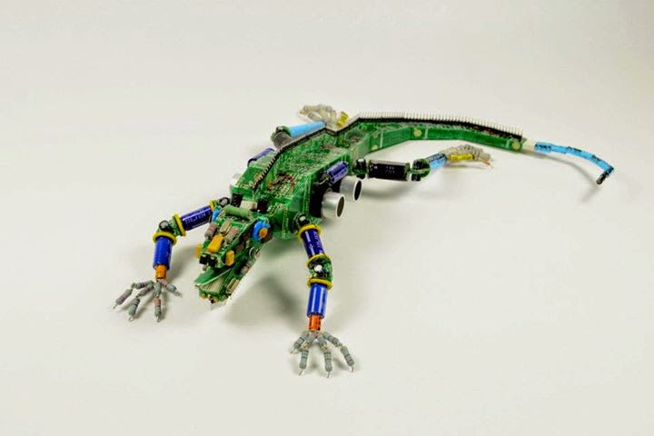 21-Reptile-Steven-Rodrig-Upcycle-PCB-Sculptures-from-used-Electronics-www-designstack-co