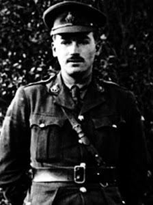 war poets brooke sassoon and rosenberg essay Introduction the war poetry of wilfred owen, siegfried sassoon, isaac rosenberg, edmund blunden, robert graves, edward thomas and ivor gurney among others, marks a.