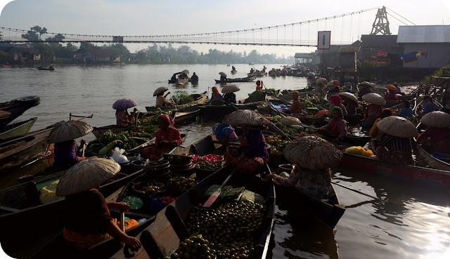 Pasar Terapung Kalimantan