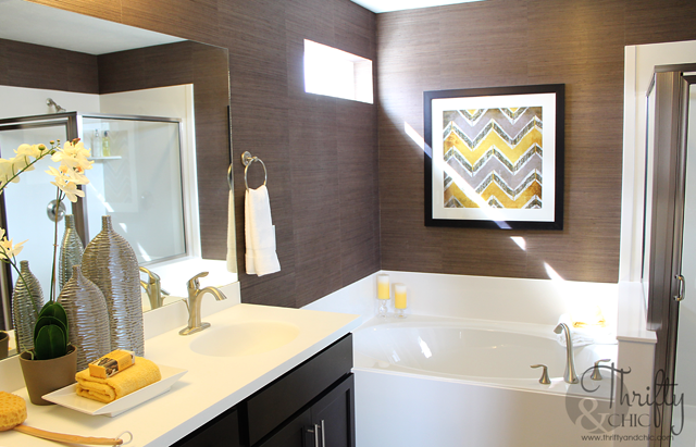 dark brown and yellow master bathroom decor ideas