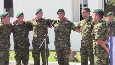 Ράγισαν και οι πέτρες με το ριζίτικο τραγούδι των Κρητών αλεξιπτωτιστών αφιερωμένο στους πεσόντες της Κύπρου!!
