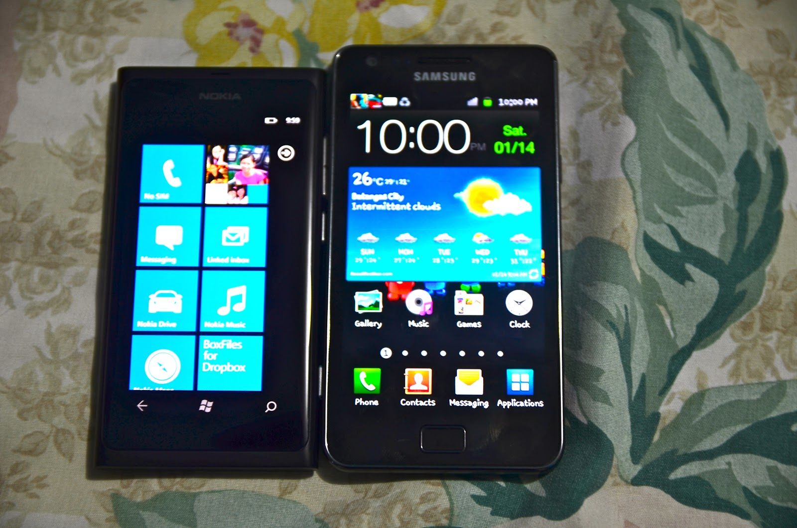 Nokia Lumia 800 w/ the Samsung Galaxy S II
