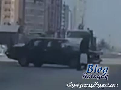 Orang tua tidak perasan hampir terbunuh dilanggar kereta
