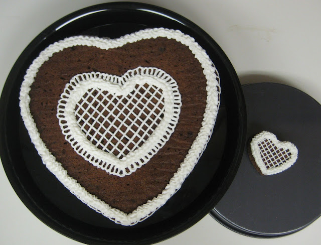 Valentine's Day Heart Shaped Cookie Cake & Mini Cake