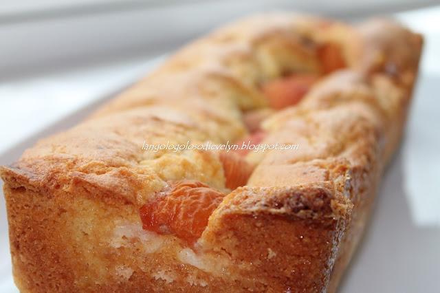 plumcake con albicocche [il buongiorno si vede dal mattino]