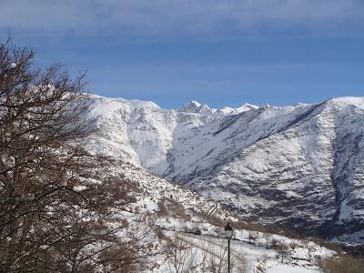 Desde la Ventana. Sequé de Esterri y Montañas de la zona del Estany de la Gola.