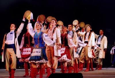 Український фольклор  Український національний костюм 85c2388db5122