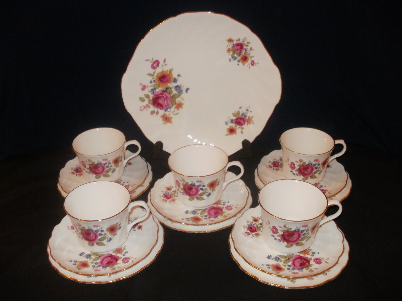 vintage teaware collectibles royal victoria english fine bone china summer rose reserved. Black Bedroom Furniture Sets. Home Design Ideas