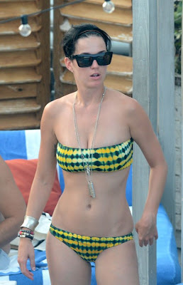 Katy Perry, singer, Katy Perry bikini, Katy Perry boyfriend, Miami, Miami Beach, Miami Beach hotels, Miami luxury Hotels, Poolside, Travel in Miami, Travel to Miami Beach, Travel to Miami luxury hotel, Travel to Miami tour